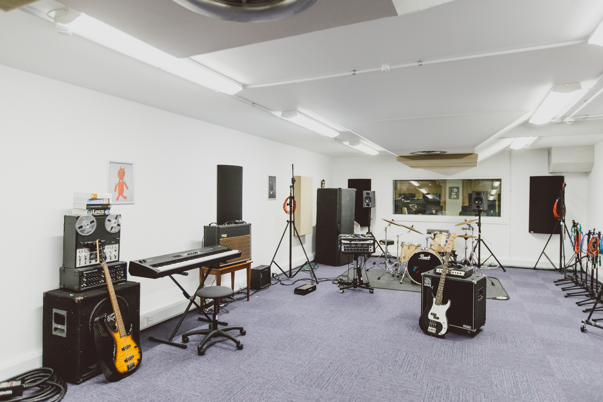 Instruments and equipment in Recording Studio 5 Live Room